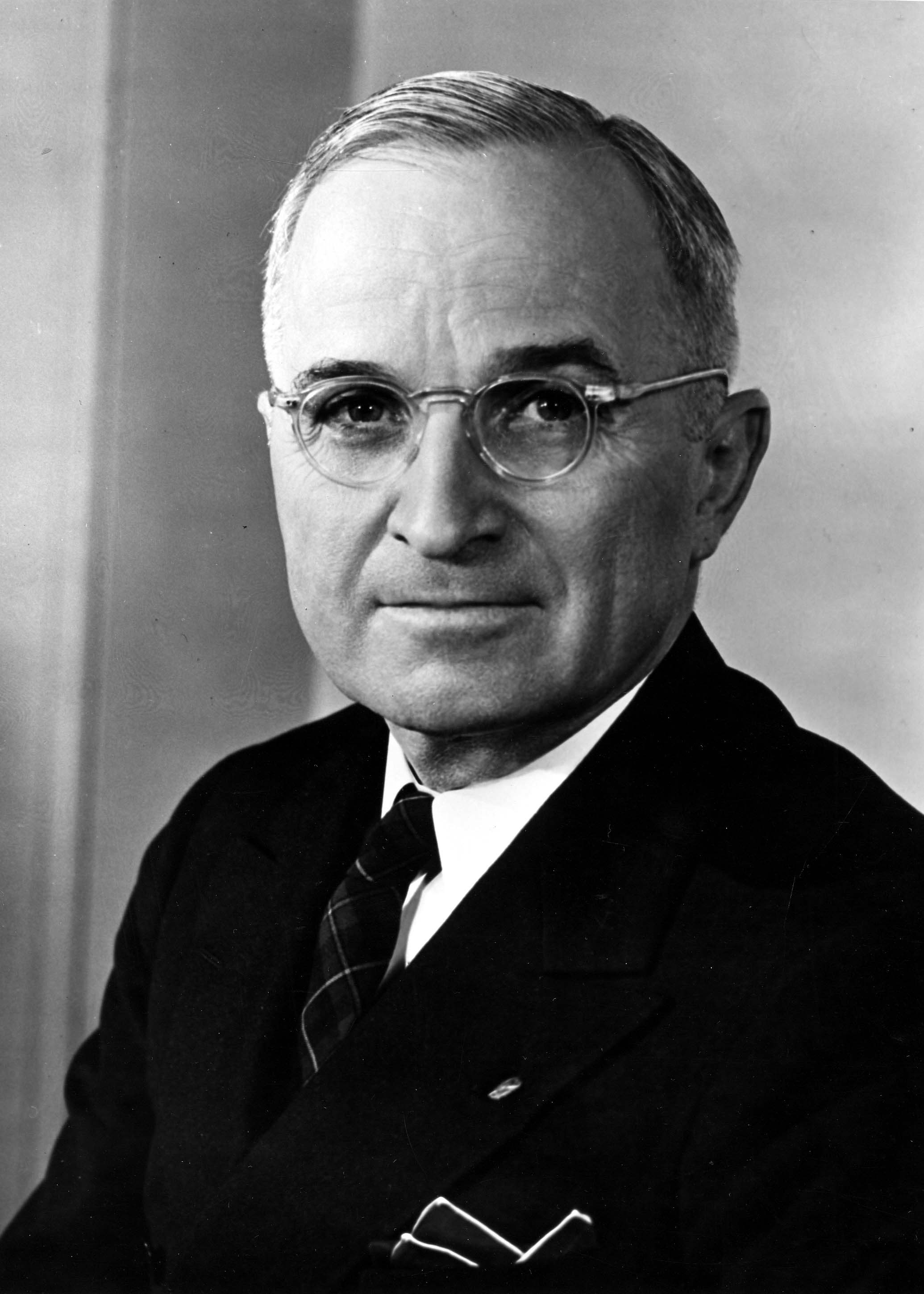 trumans decision Truman's decision truman's tough decision by eli leahew what are the best options what is the best way to defeat the japanese should we drop the atomic bombs.