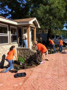 volunteers-working-outside