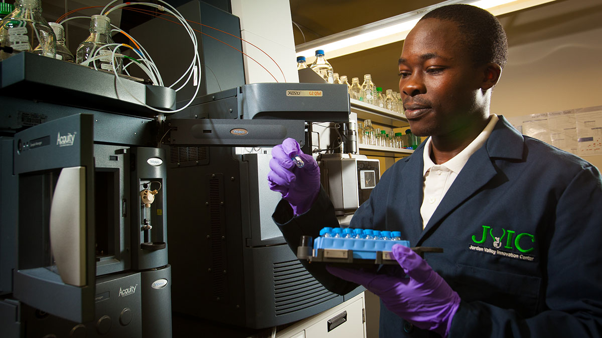 Geoffrey Manani working in the Center for Biomedical and Life Sciences at the Jordan Valley Innovation Center.