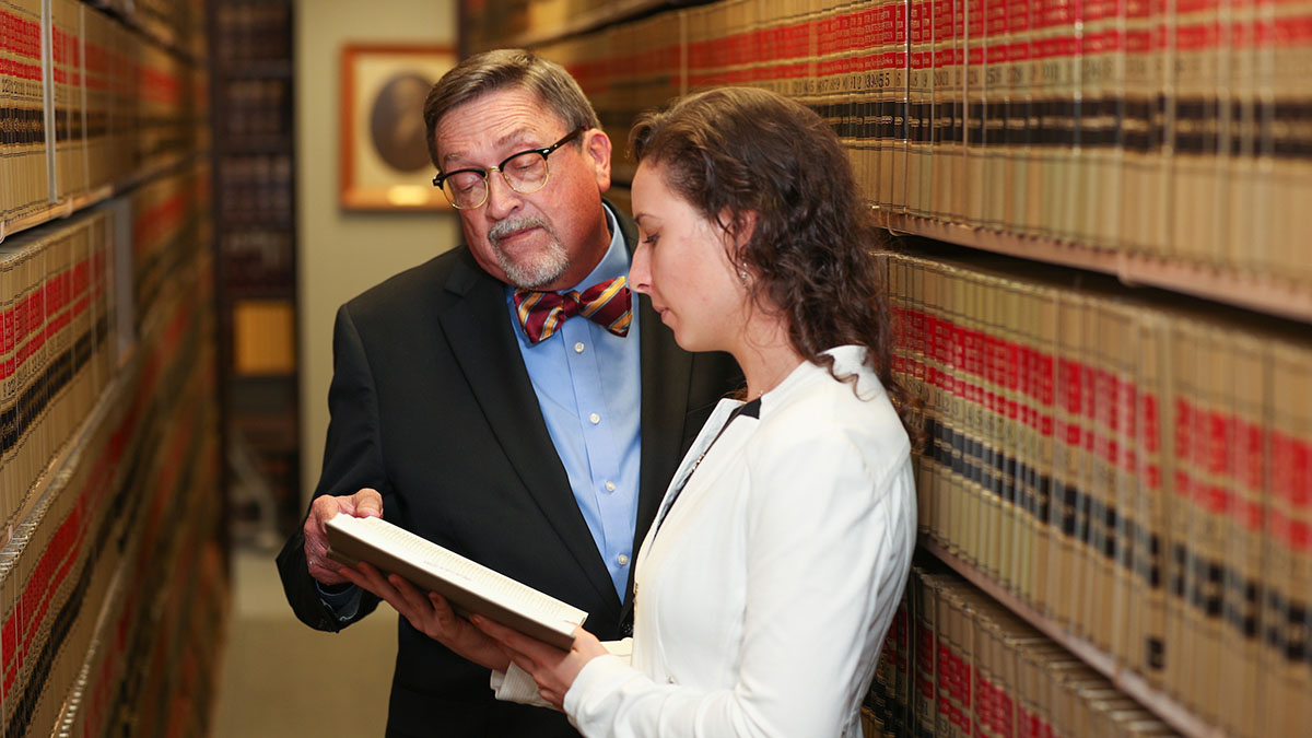Leasure with student in law library