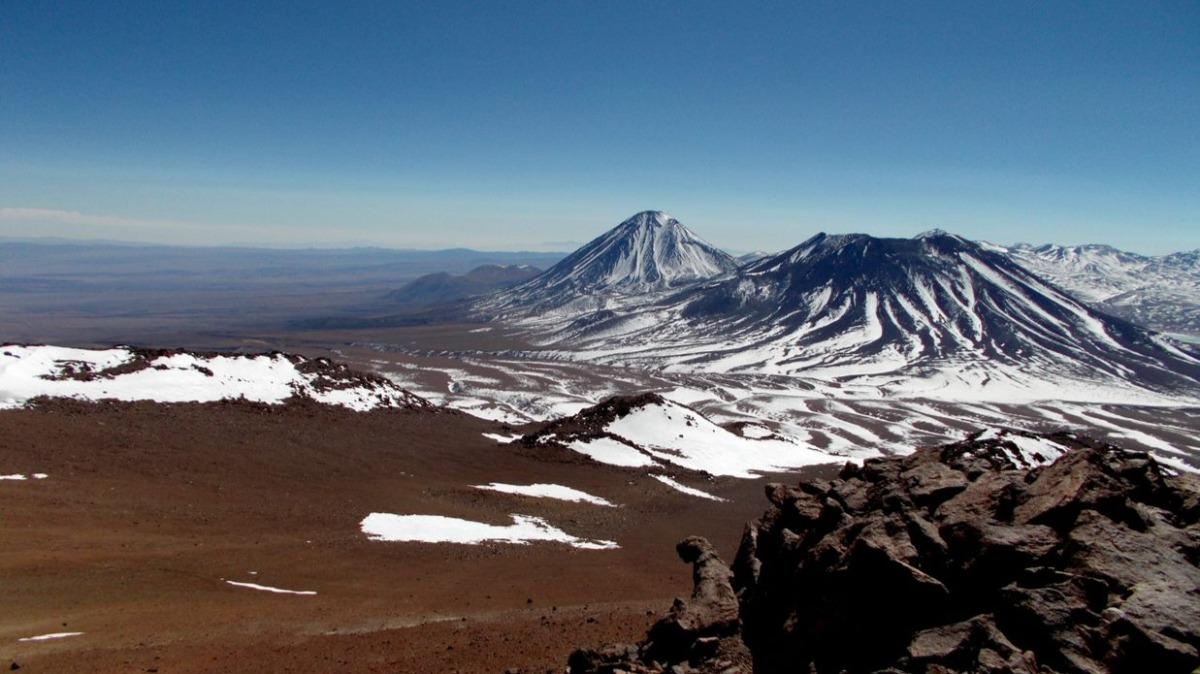 Licancabur and Juriques volcanoes